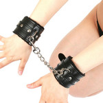 【業界最安値!】SMVIP もこもこ手枷 拘束ベルト チェーン付き ◇